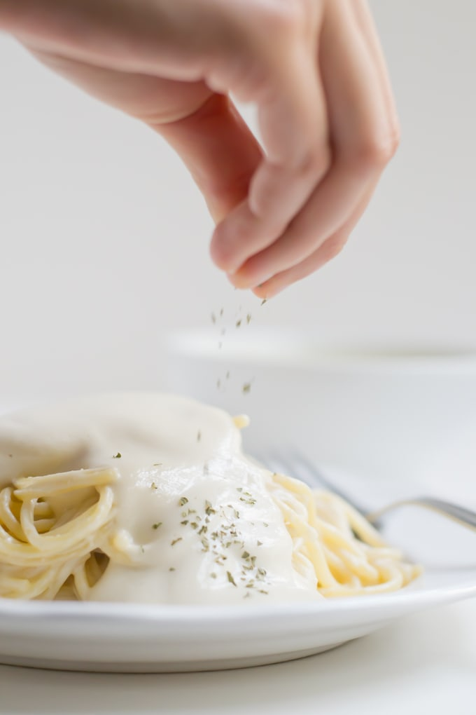 Vegan Pasta Alfredo - This vegan pasta Alfredo is so delicious and creamy. It's a healthier alternative and tastes incredibly good. Only 9 ingredients needed!