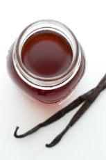 Homemade vanilla extract | simpleveganblog.com #simpleveganblog #vegan