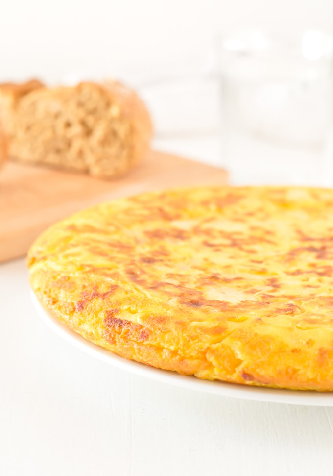 Tortilla or Spanish Omelette | minimaleats.com #vegan #recipe #minimaleats #glutenfree