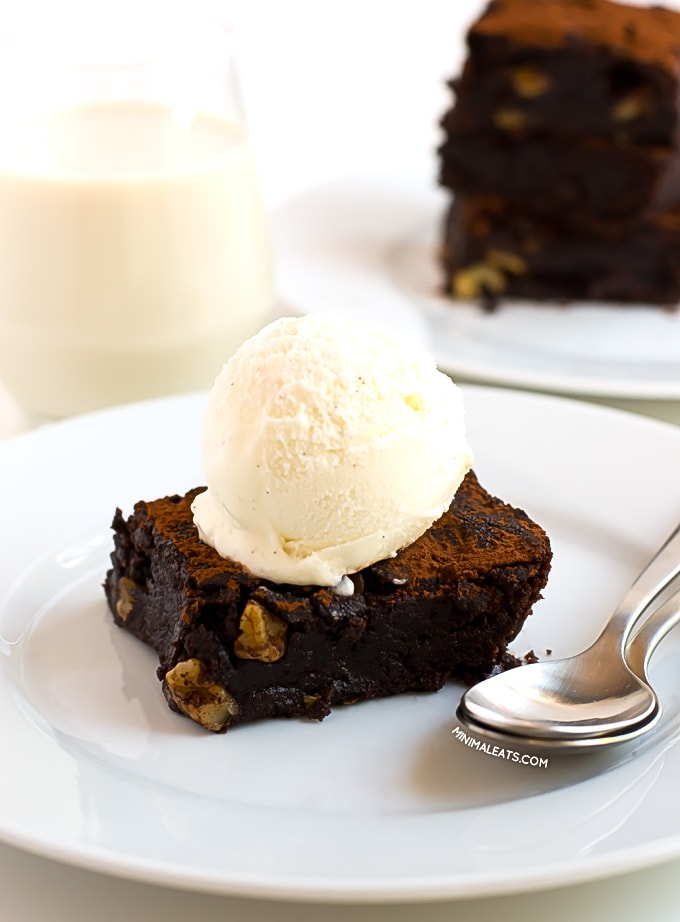 Fudgy Chocolate Brownie | simpleveganblog.com