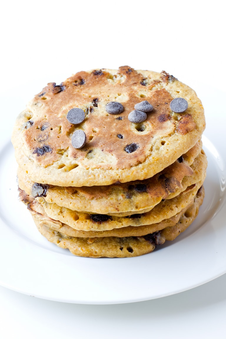 Pumpkin Chocolate Chip Pancakes (V+GF) | #vegan #recipe #glutenfree #simpleveganblog #plantbased