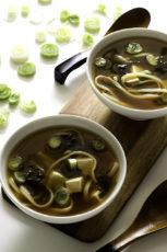 15 Minute Simple Vegan Miso Soup