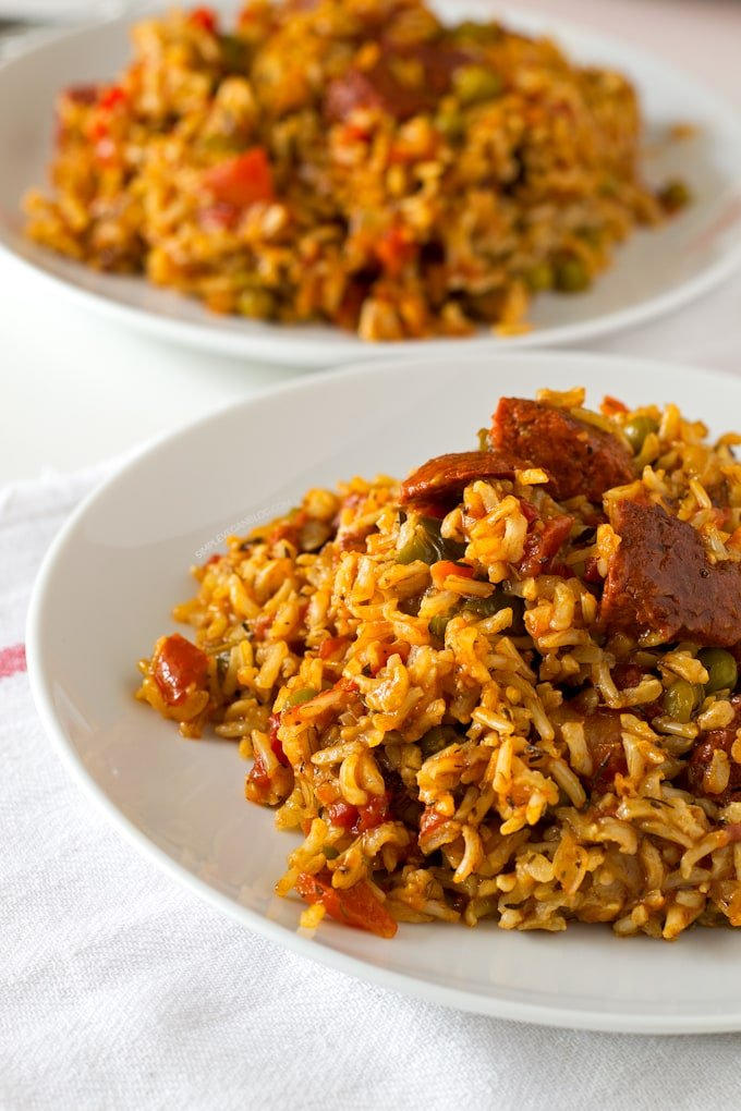 Simple-vegan-Spanish-rice-with-chorizo-8