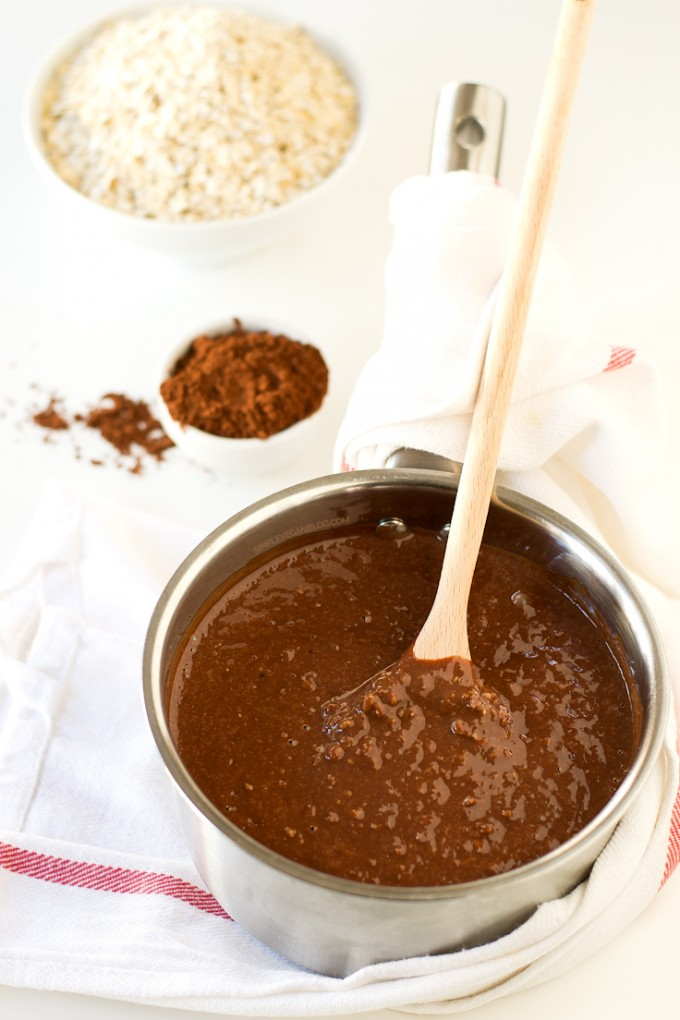 Simple Vegan Chocolate Oatmeal