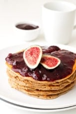 Vegan oil free pancakes (glutenfree) | simpleveganblog.com #vegan #glutenfree #oilfree