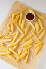 Fat free french fries with ketchup | simpleveganblog.com #vegan #glutenfree #healthy