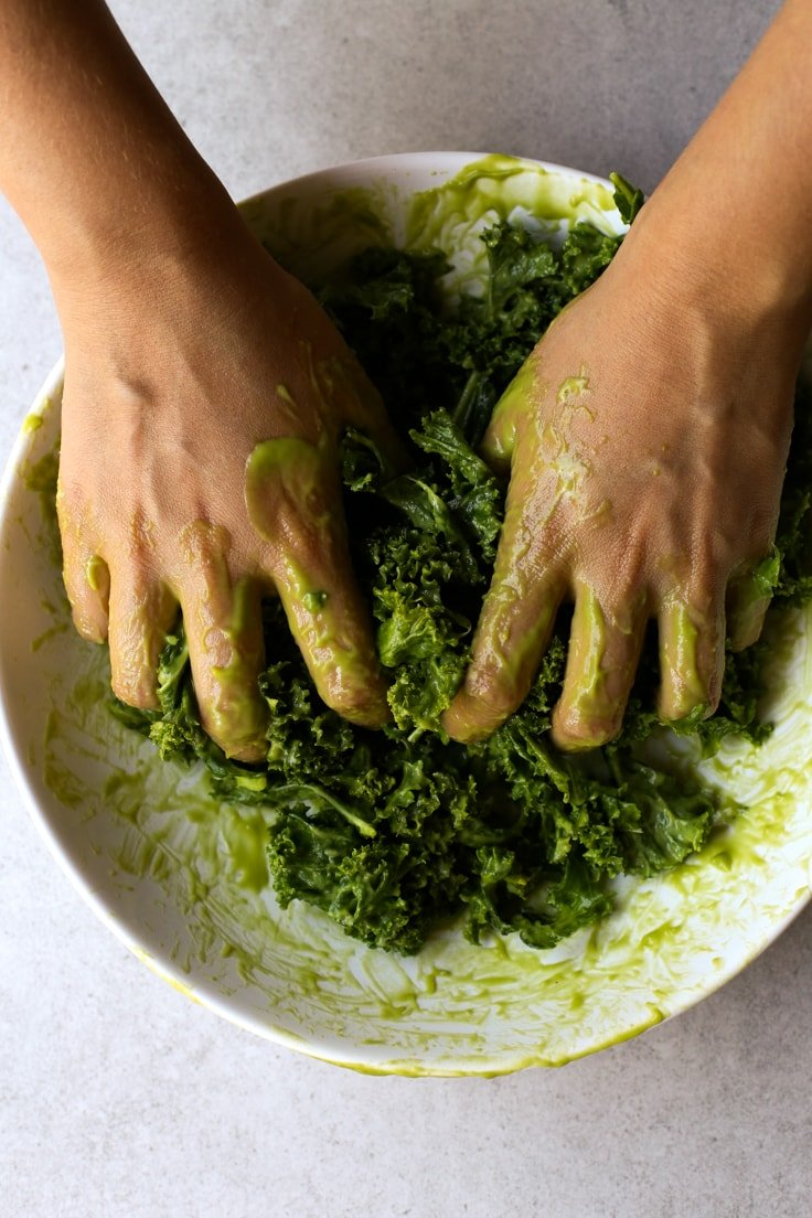 How to massage kale | simpleveganblog.com #vegan #oilfree #healthy