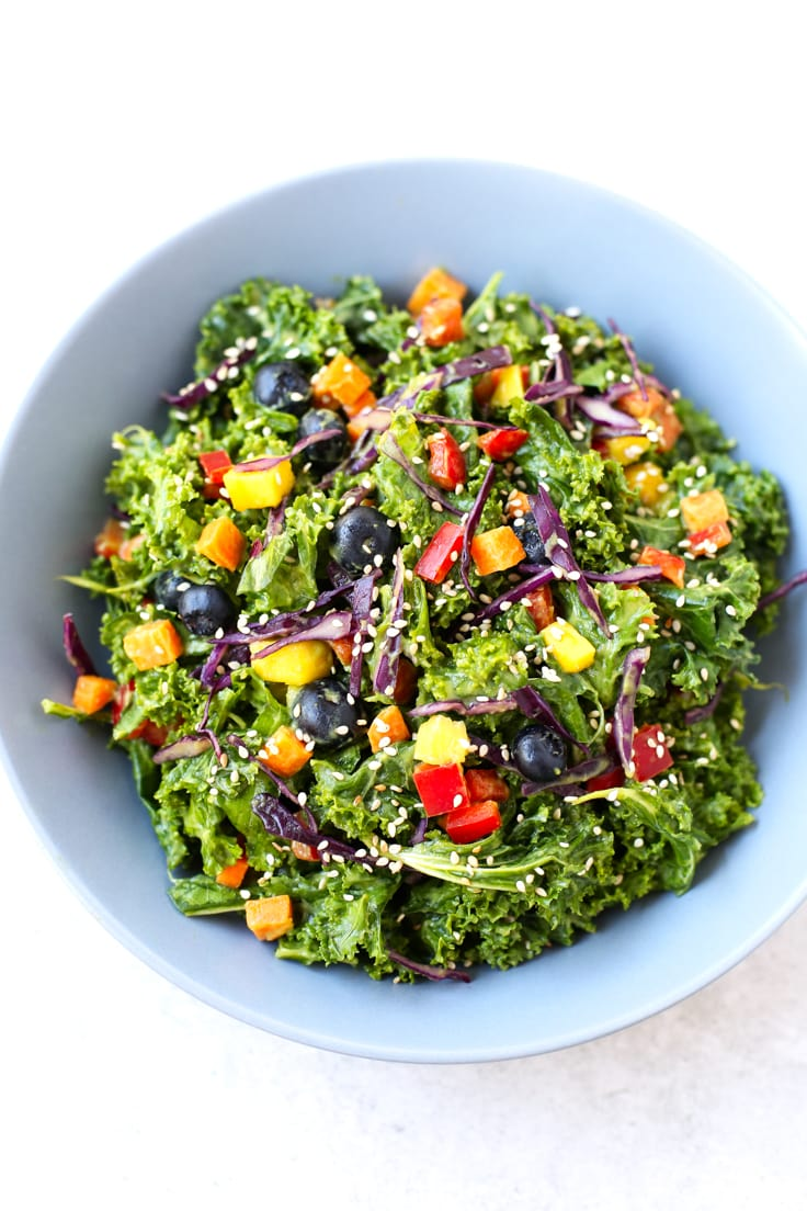 Oil-free rainbow kale salad | simpleveganblog.com #vegan #oilfree #healthy