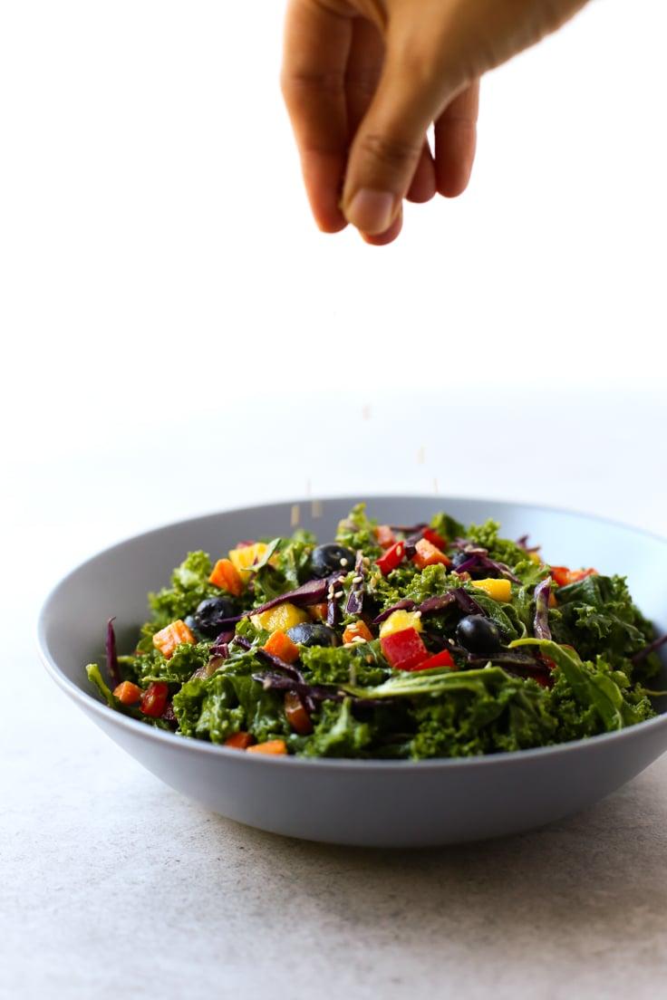 Rainbow kale salad | simpleveganblog.com #vegan #oilfree #healthy