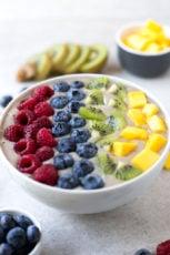 Rainbow smoothie bowl | simpleveganblog.com #vegan #healthy