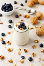 Simple vegan coconut yogurt | simpleveganblog.com #vegan #glutenfree #healthy