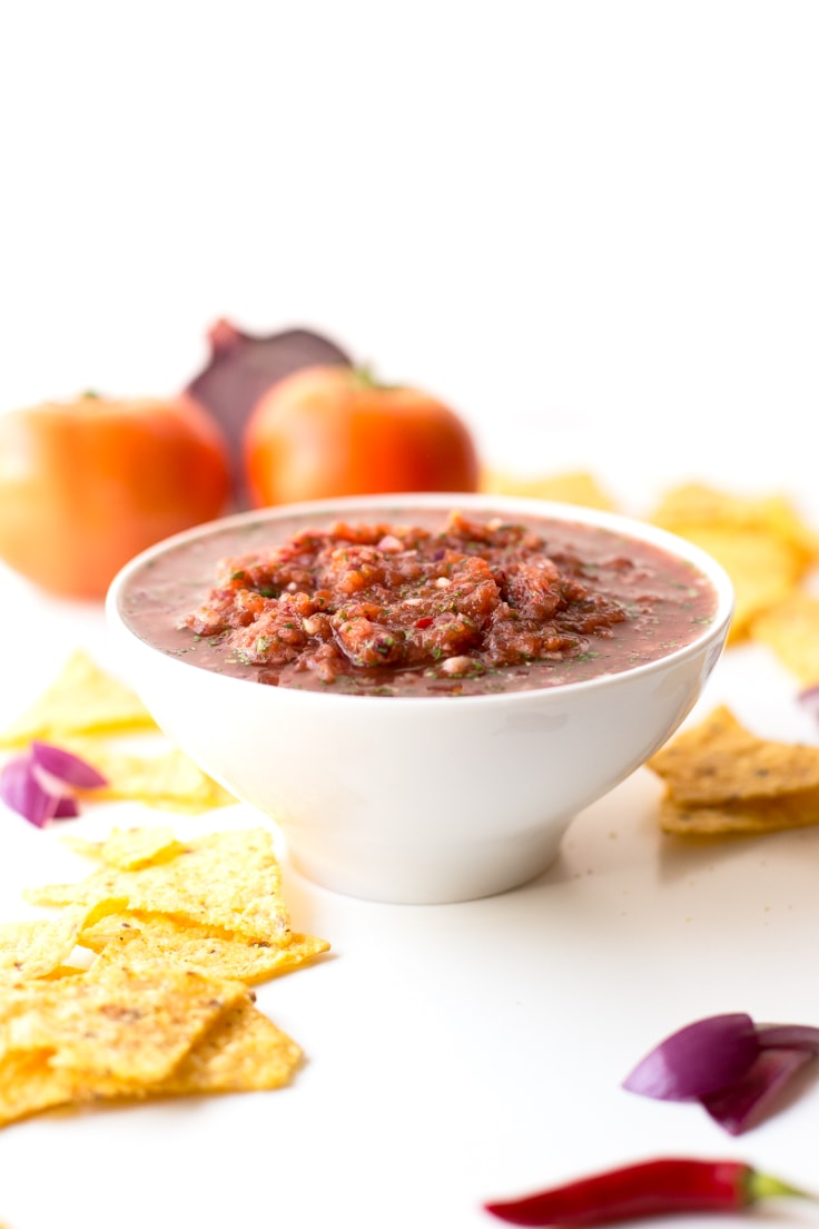 Simple Restaurant-Style Salsa - You're going to love this salsa, is so tasty, spicy and you just have to blend all the ingredients in a food processor.