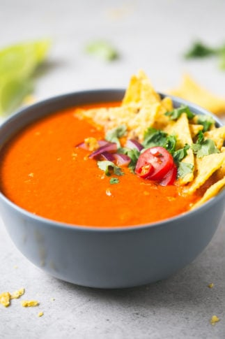 Mexican-style tomato soup | simpleveganblog.com #vegan #glutenfree