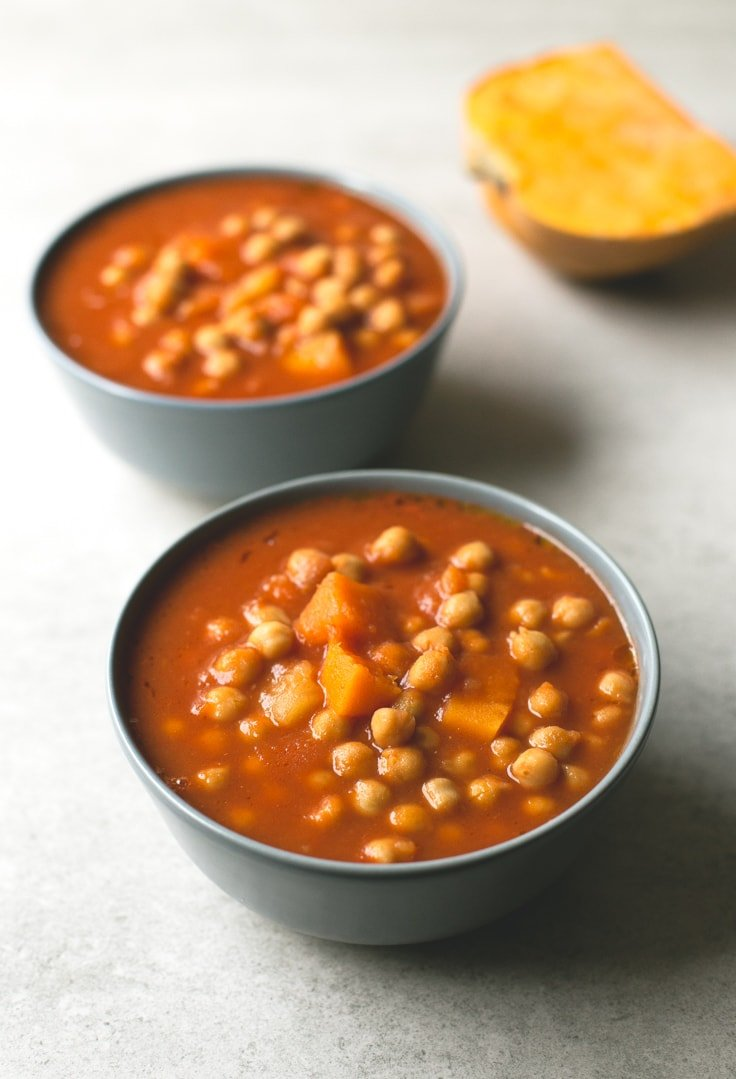 Spanish pumpkin and chickpea stew - You need to give this Spanish pumpkin and chickpea stew a try! It's so comforting, satisfying and easy to make. You're going to love it!