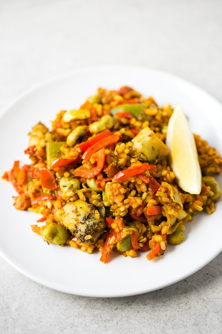 Spanish vegetable rice recipe - This Spanish vegetable rice is perfect for those days you want to cook something fancy, but don't want to spend hours in the kitchen. It tastes like heaven!