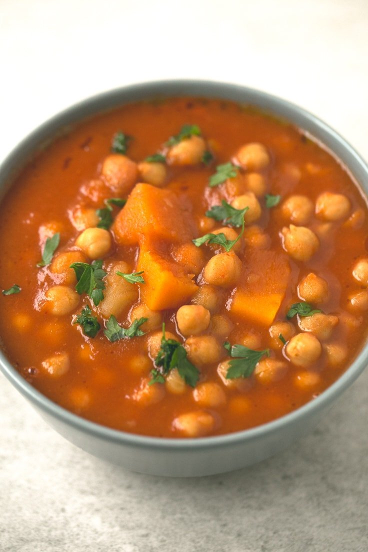 Vegan Spanish pumpkin and chickpea stew recipe - You need to give this Spanish pumpkin and chickpea stew a try! It's so comforting, satisfying and easy to make. You're going to love it!