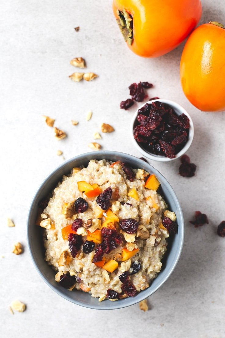 Vegan quinoa bowl - If you love oatmeal, but you can't or don't want to eat oats, you should give this vegan breakfast quinoa bowl a try. It's so creamy and delicious!