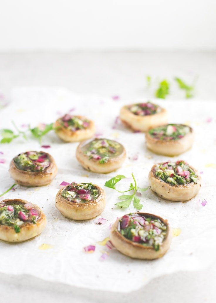 No-bake stuffed mushrooms recipe - Stuffed mushrooms are the perfect appetizer for Christmas and this no-bake recipe is super simple and full of flavor.