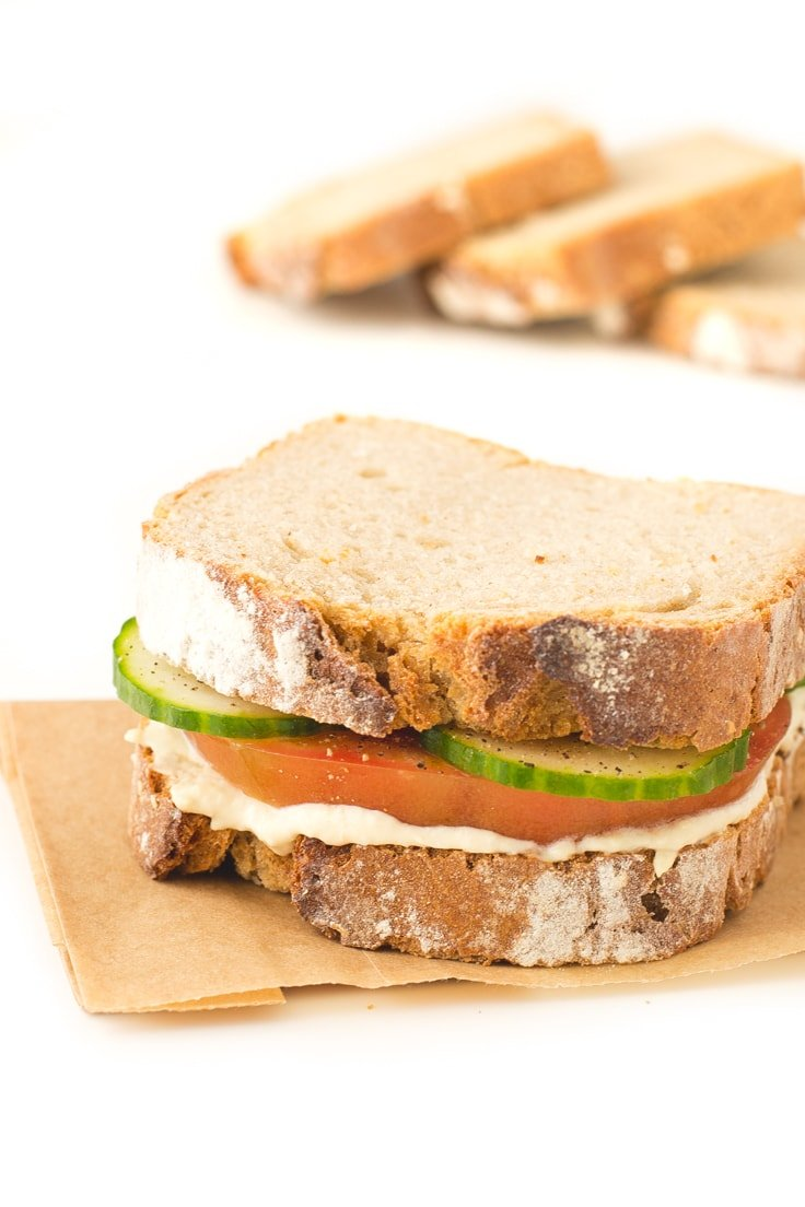 Simple hummus sandwich - This simple hummus sandwich is ready in less than 5 minutes and is a super healthy option, especially if you use homemade hummus.