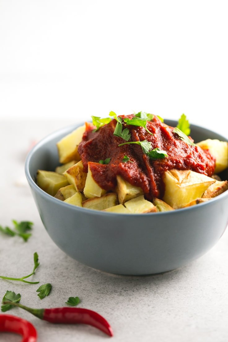Fat Free Patatas Bravas - Patatas bravas is one of the most popular tapas in Spain. This fat-free recipe is heatlhier than the traditional one and tastes so good!