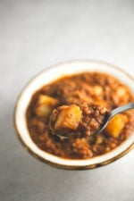 Fat free Spanish lentil stew - This fat free Spanish lentil stew is healthy comfort food! It's a super satiating dish, perfect for cold days.