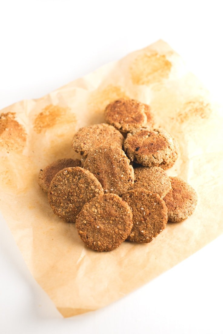 Simple vegan dehydrated cookies - Dehydrating food only minimally affects its nutritional value, which is great! You're going to love these simple vegan dehydrated cookies.