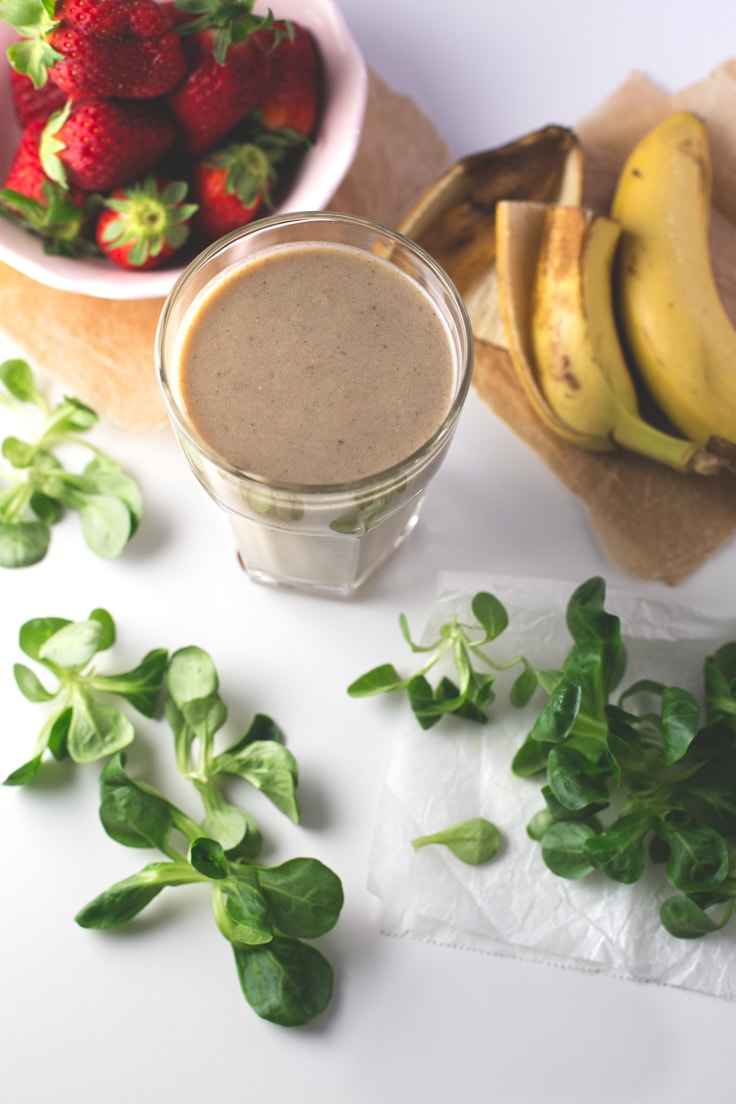 Strawberry banana mango green smoothie - This strawberry, banana, mango, green smoothie is amazing! Smoothies are ready in 5 minutes, you can keep them in a jar and drink them on the go.