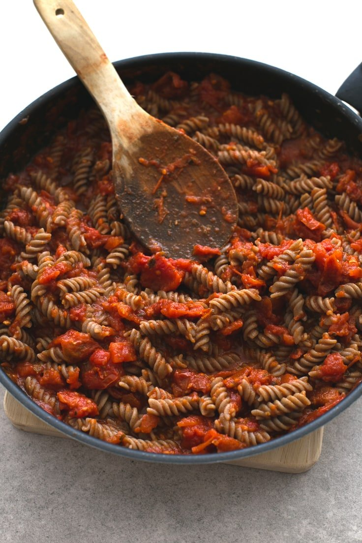 Pasta arrabiata - Pasta is comfort food and really easy to make. This recipe is so simple, but it tastes like heaven!
