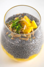 Mango chia pudding - This mango chia pudding is a super healthy and quick breakfast meal, but you can also eat it as a snack or even as a dessert. It's perfect to eat on the go!