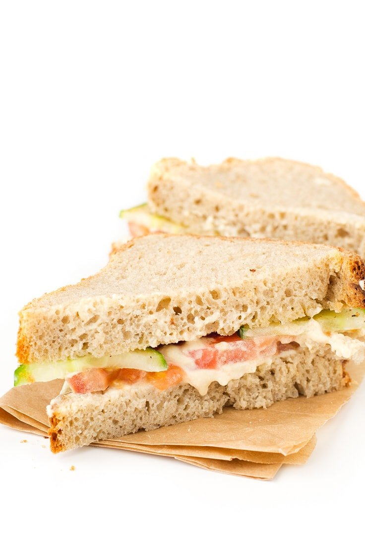 Simple vegan hummus sandwich - This simple hummus sandwich is ready in less than 5 minutes and is a super healthy option, especially if you use homemade hummus.