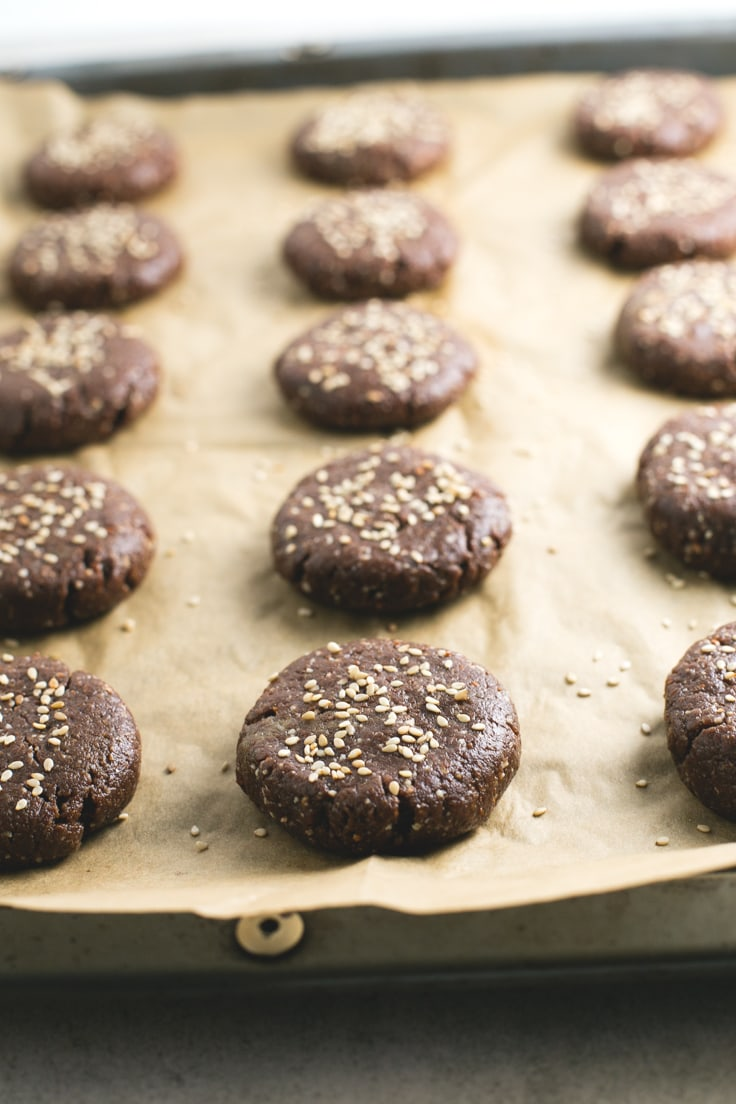 Vegan gluten free Spanish chocolate polvorones step by step - These vegan gluten-free Spanish chocolate polvorones are a healthy alternative to traditional polvorones, which are made with lard, sugar and white flour.