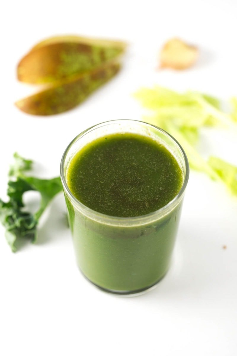 Digestive aid green juice - This green juice is great to improve digestion naturally. It's made with ginger, so is a healthy alternative to coffee in the morning.