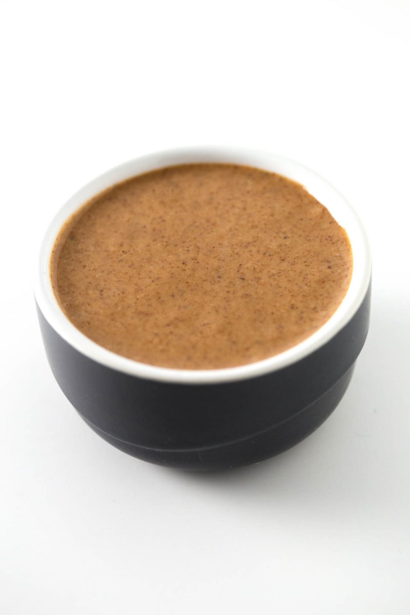 How To Make Almond Butter (Raw and Roasted) - How to make almond butter. In this recipe I'm going to show you how to make raw or roasted almond butter at home. Only one ingredient needed!