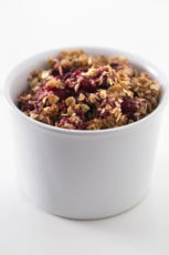 Vegan apple and blackberry crumble (fat free) - This vegan apple and blackberry crumble tastes great and is a super healthy dessert or breakfast. We prefer to eat it cold with some plant milk.
