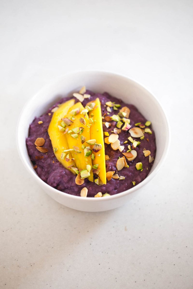 Vegan Blueberry Oatmeal - Oatmeal is my favorite healthy breakfast along with smoothies and green juices. There are so many recipes you can make, the options are endless!