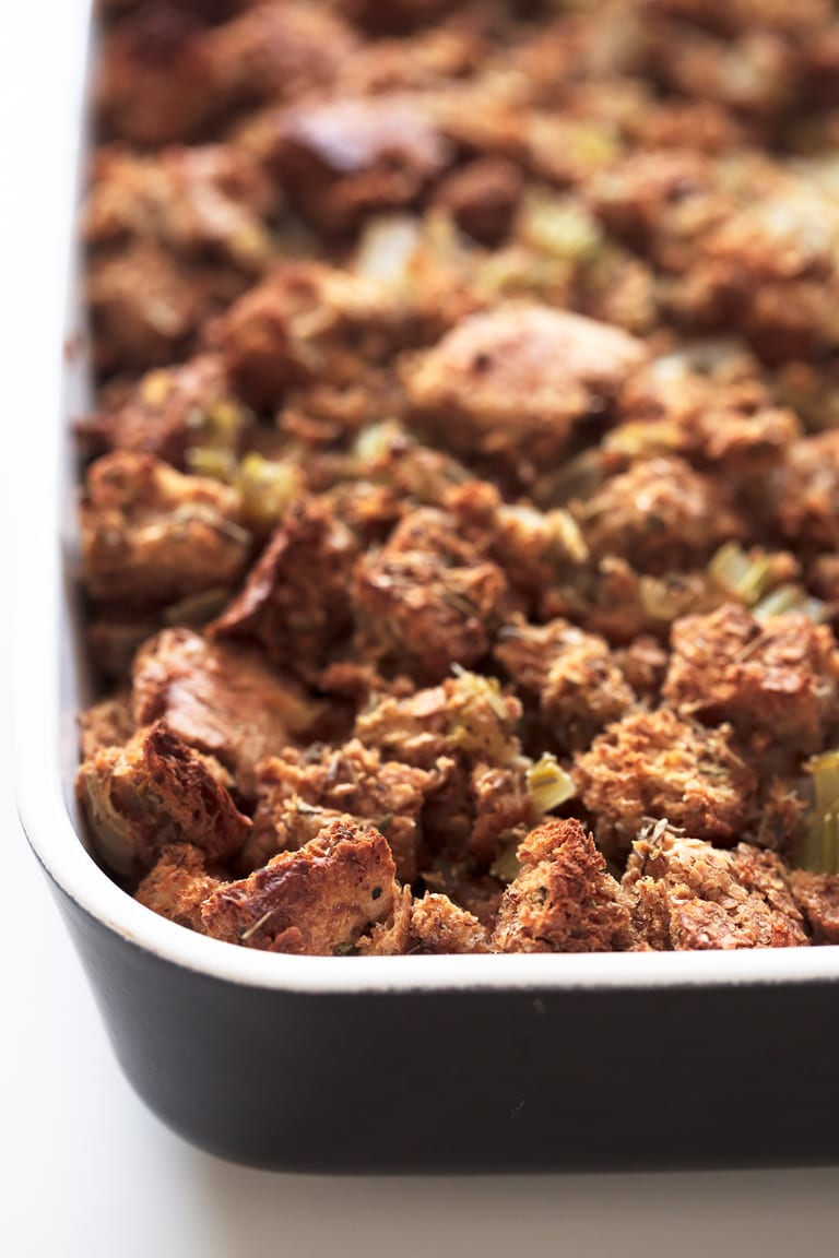 Simple Vegan Stuffing - 9-ingredient simple vegan stuffing. A plant-based version of this classic recipe, that is so healthy and low in fat. It's a must-have Thanksgiving side dish!