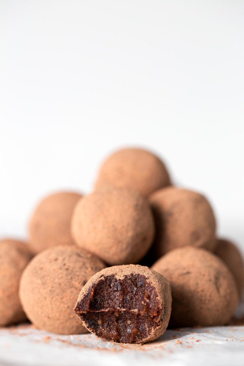 Vegan Chocolate Orange Truffles. - These vegan chocolate orange truffles are ready in 15 minutes or even less and are a super healthy treat or snack.
