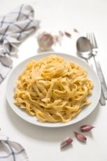 Vegan Pumpkin Alfredo. - This vegan pumpkin Alfredo is super creamy, lighter than the traditional one, so simple and is ready in less than 20 minutes!