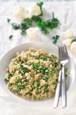 Cauliflower Rice Risotto.- This delicious cauliflower rice risotto is lighter than the traditional risotto because is made with cauliflower instead of rice and is also vegan.