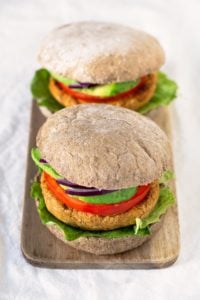 Sweet Potato Veggie Burgers.- To make veggie burgers is really easy, they're so delicious and much healthier than meat burgers. If you love sweet potatoes, this recipe is for you!