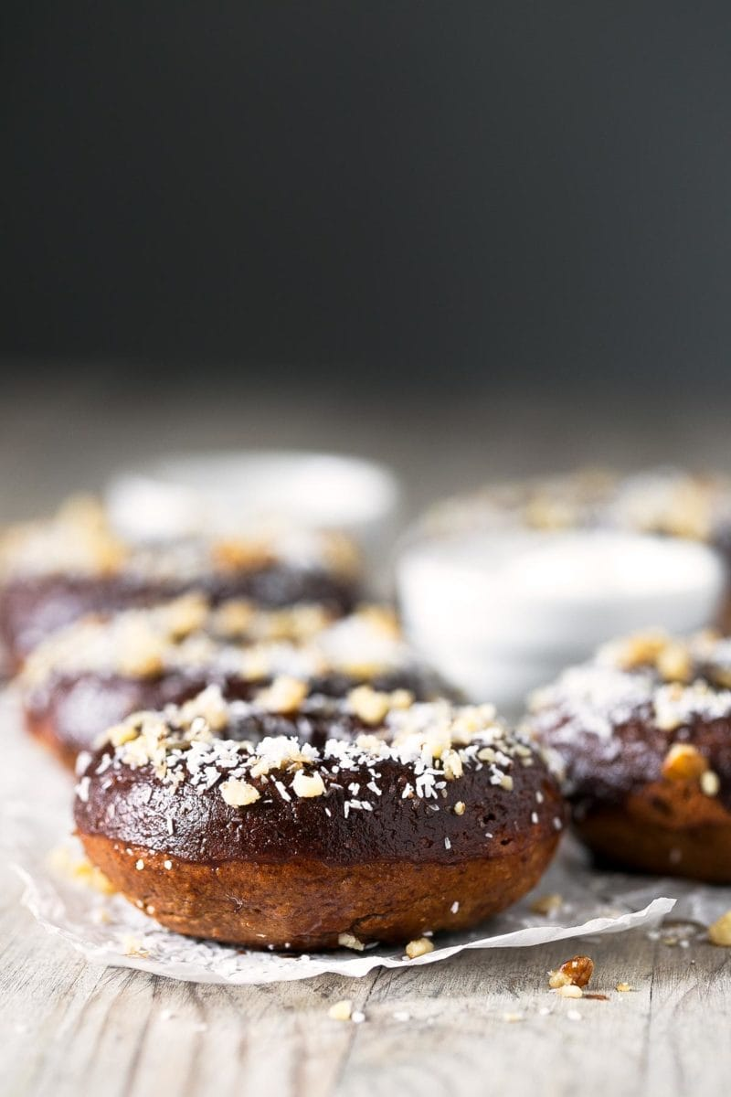 Vegan Gluten Free Donuts.- These vegan gluten free donuts are so delicious, healthy and also low in fat. They're incredible easy to make, you're gonna love them!