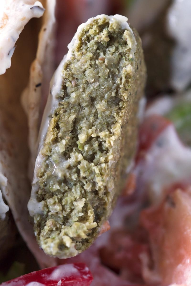Easy Lentil Falafel.- Lentil falafel is even better than the traditional one, which is made with chickpeas. It's less dry and easier to digest because is made with cooked lentils.