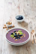 Easy Açai Bowl.- This açai bowl is a super healthy breakfast recipe and is ready in less than 5 minutes. It's so creamy, tasty and good for your body.