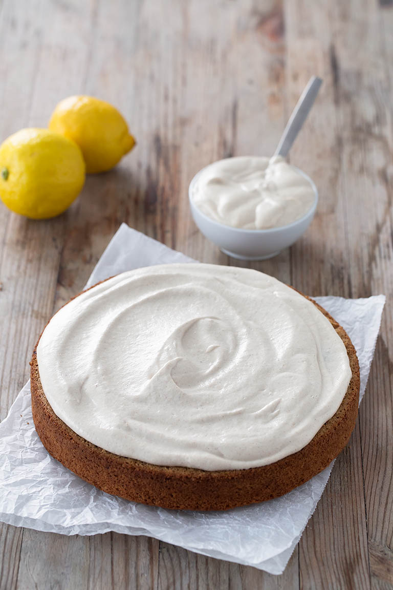 Vegan Lemon Cake (Gluten Free).- This vegan gluten-free lemon cake is low in fat, oil and yeast free and is made with unrefined ingredients. It's so healthy and delicious.