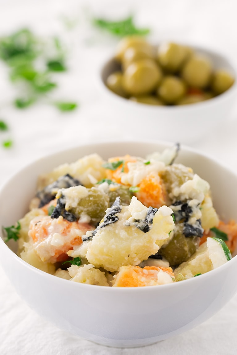 Vegan Malaga Salad (Ensalada Malagueña).- Malaga salad is a traditional Spanish recipe from the south of Spain. This is a vegan version which is healthier, lighter and tastes even better!