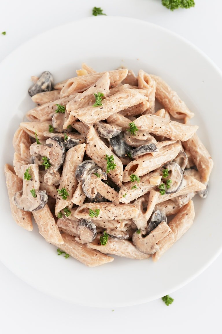 Vegan Mushroom Pasta. - This 9-ingredient vegan mushroom pasta is so creamy, healthy and easy to make. It's ready in 20 minutes and total comfort food! #vegan #glutenfree #simpleveganblog