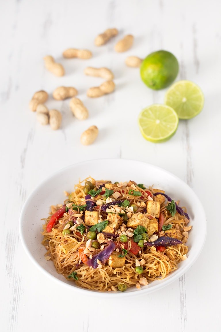 Vegan Noodles Singapore.- These vegan noodles Singapore are ready in 30 minutes. I'm in love with this recipe because it's really versatile, so you can add any ingredient you want.