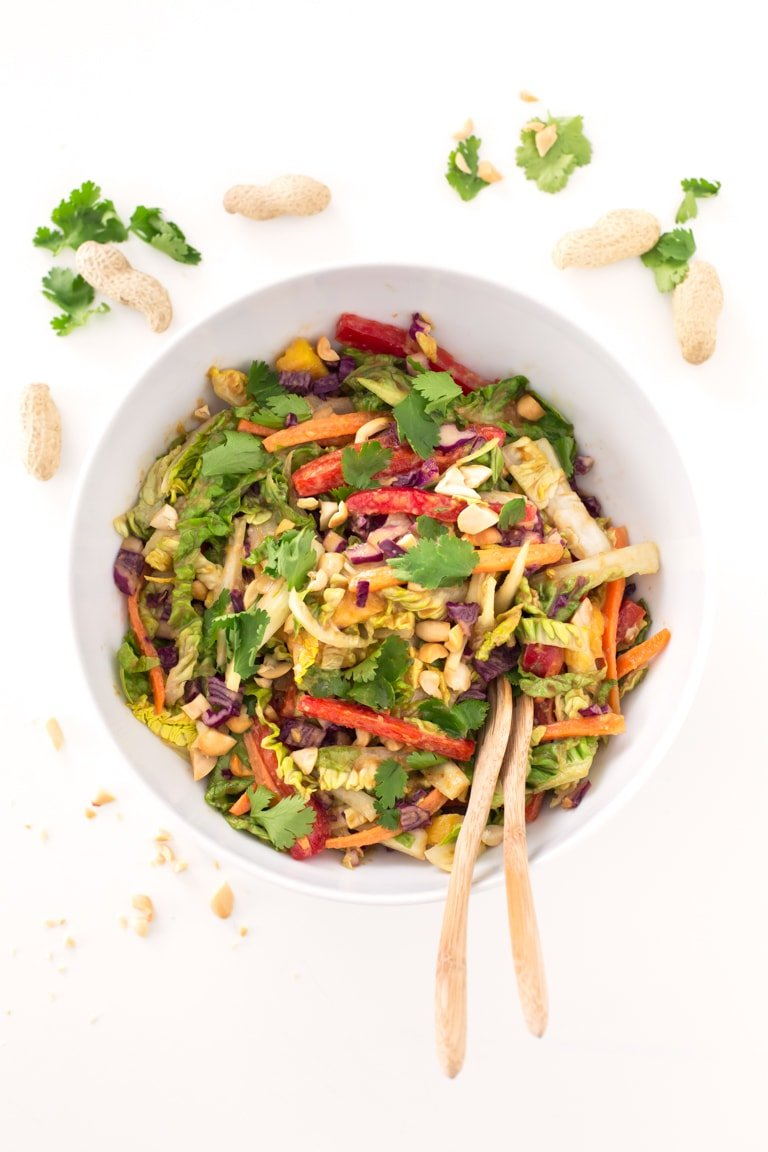 Vegan Thai Salad.- This vegan Thai salad is so beautiful, colorful and refreshing. Besides, it's made in just 15 minutes with healthy and natural ingredients.