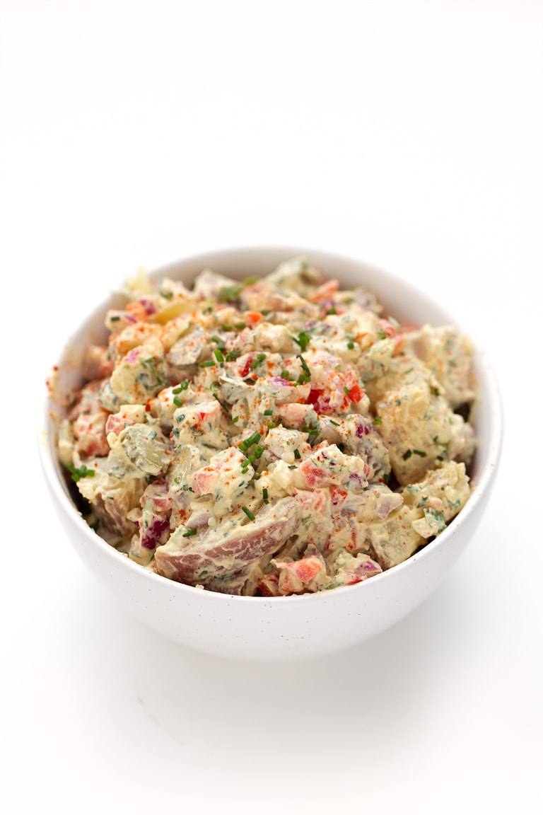 Vegan Potato Salad. - This vegan potato salad is so simple, creamy, satiating and refreshing. It's perfect to eat on the go, as a side or as the main dish. You're gonna love it!