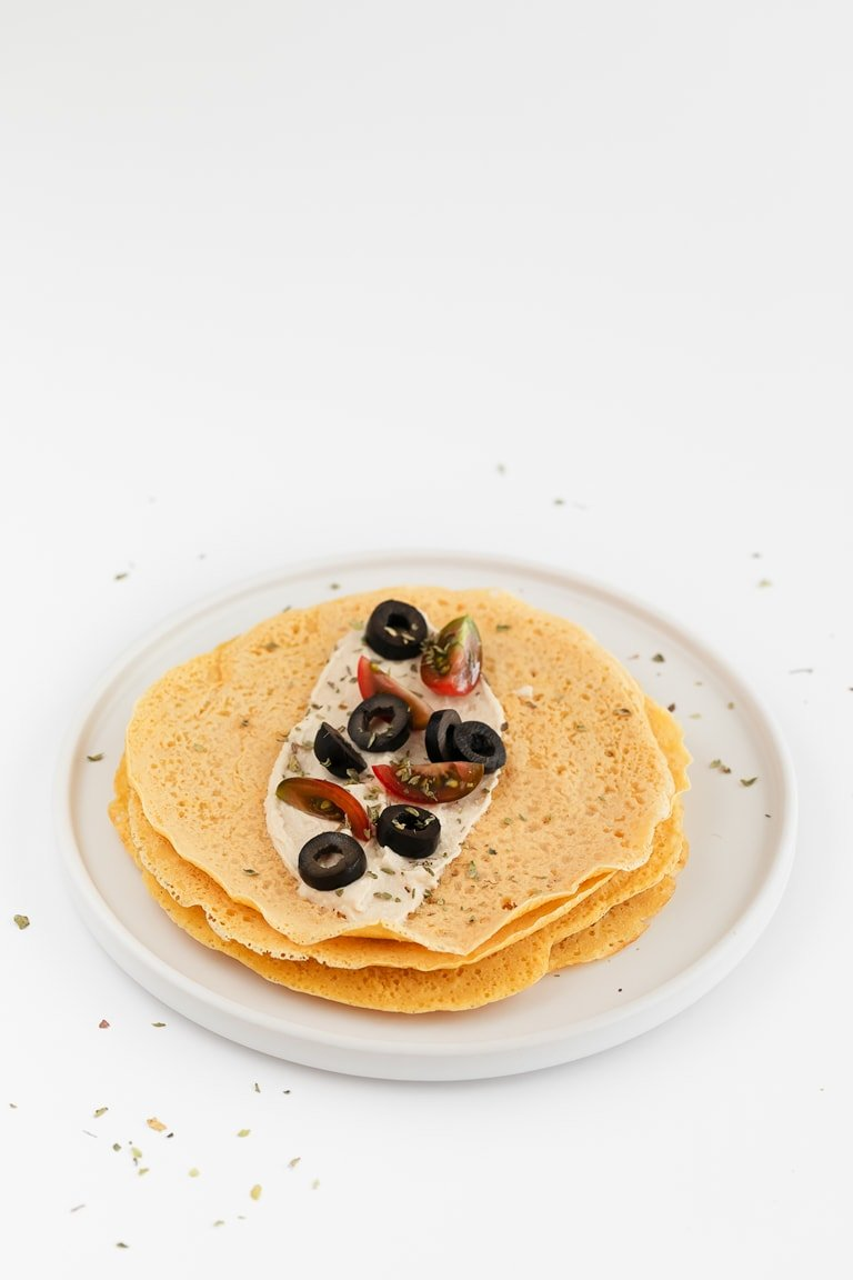 Chickpea Crepes (Vegan and Gluten Free). - Chickpea crepes are a great vegan and gluten-free alternative to classic crepes and they're so delicious with savory toppings. Only 4 ingredients needed! #vegan #glutenfree #simpleveganblog
